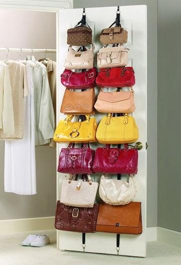 Consejos para organizar los bolsos en casa - Guardar bolsos en armario ...